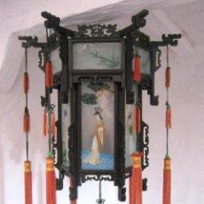 Antigüedades: ANTIGUA LÁMPARA CHINA DE GRAN TAMAÑO CON CRISTALES PINTADOS Y TALLA MADERA - A. Lote 171140478