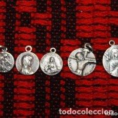 Antigüedades: 5 MEDALLAS, DIFERENTE MEDIDAS 4 MEDALLAS DE LAS VIRGENES Y UNA MEDALLA DE JESUS . Lote 171143460