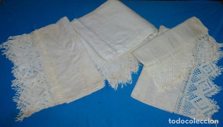 Antigüedades: Sábana,funda de almohada y 2 almohadones de lino con encaje de bolillos. - Foto 4 - 171151422