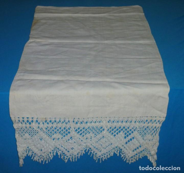 Antigüedades: Sábana,funda de almohada y 2 almohadones de lino con encaje de bolillos. - Foto 10 - 171151422
