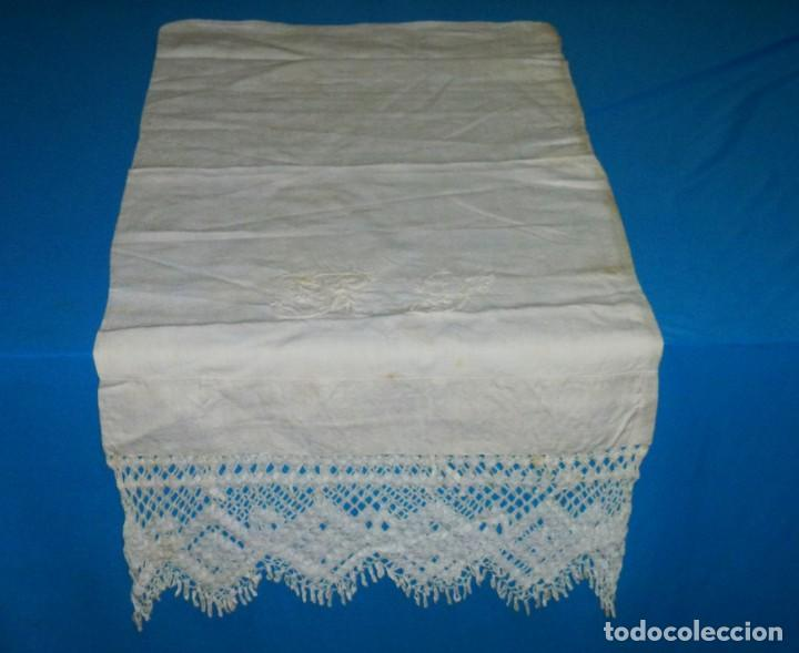 Antigüedades: Sábana,funda de almohada y 2 almohadones de lino con encaje de bolillos. - Foto 12 - 171151422