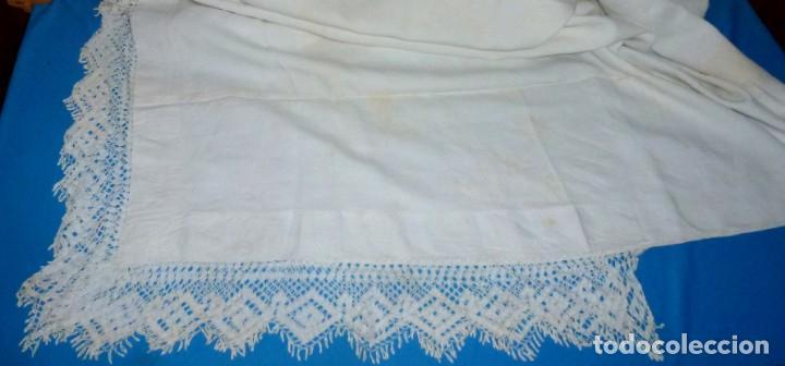Antigüedades: Sábana,funda de almohada y 2 almohadones de lino con encaje de bolillos. - Foto 15 - 171151422