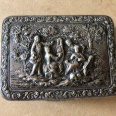Antigüedades: ANTIGUA CAJA DE OLATA CON DECORACIÓN ORNAMENTAL - 104,8GR. Lote 171169080