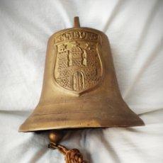 Antigüedades: GRAN CAMPANA ESCUDO RELIEVE HAMBURG - 3,7 KILOS 20 CM ALTURA X 22 DIAMETRO - BRONCE Ó LATON HAMBURGO. Lote 171201950