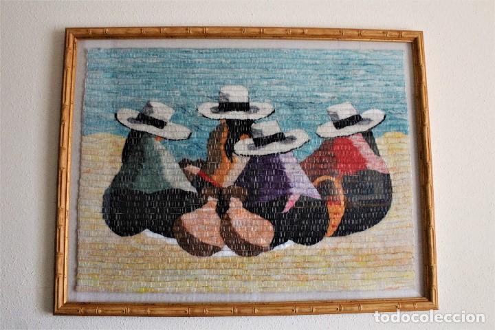 TAPIZ DE LANA DE ALPACA PERÚ, MUJERES INDIGENAS SENTADAS (Antigüedades - Hogar y Decoración - Tapices Antiguos)