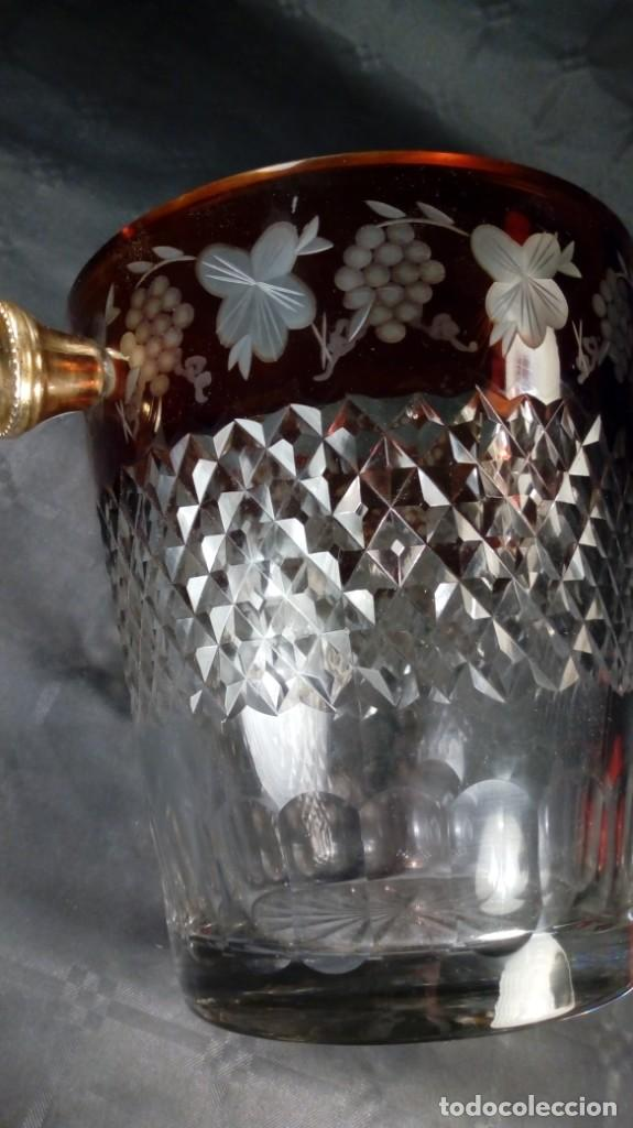 CUBITERA EN CRISTAL BACCARAT. GRABADA AL ÁCIDO, TALLADO EN PUNTA DIAMANTE. ASAS BRONCE. S. XIX (Antigüedades - Cristal y Vidrio - Baccarat )