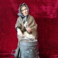 Antigüedades: FIGURA PORCELANA ALGORA LA CASTAÑERA CON CERTIFICADO. Lote 171260933