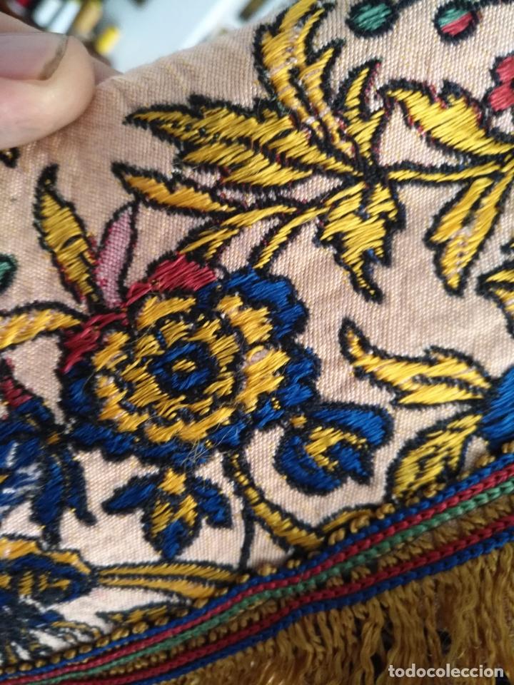 Antigüedades: manton mantocillo estampado brocado sedina con motivos taurinos, toro torero - 140 cm + flecos - - Foto 16 - 171261657