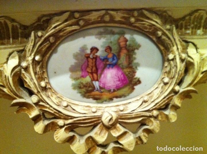 Antigüedades: ANTIGUA CONSOLA EN MADERA POLICROMADA , SOBRE DE MARMOL Y DECORACION EN PORCELANA ESCENA ROMANTICA - Foto 2 - 171263089