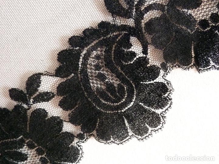 Antigüedades: Exquisita mantilla bordada a mano sobre tul. Primer cuarto del siglo 20 - Foto 2 - 171267023