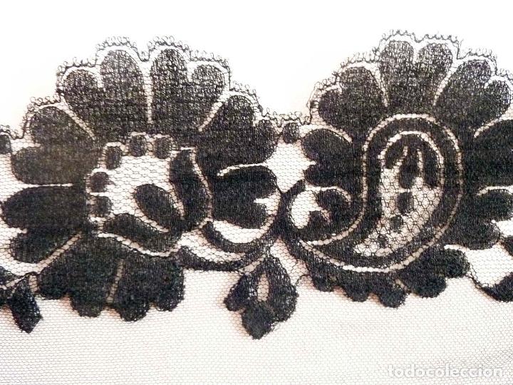 Antigüedades: Exquisita mantilla bordada a mano sobre tul. Primer cuarto del siglo 20 - Foto 5 - 171267023