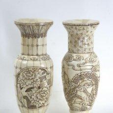 Antigüedades: CHINA, 2 JARRONES TALLADOS EN HUESO, PRINCIPIOS DE SIGLO XX,1 DRAGONES Y 1 FLORES. Lote 171272457