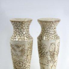 Antigüedades: CHINA, 2 JARRONES TALLADOS EN HUESO, PRINCIPIOS DE SIGLO XX,1 DRAGONES Y 1 FLORES. Lote 171272564