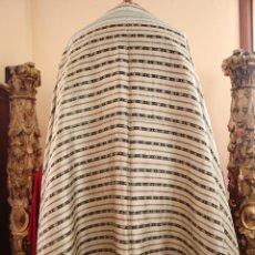 Antigüedades: S. XVIII. MANTO PARA IMAGEN DE VESTIR, EN SEDA ESTAMPADA, BORDADA Y ENCAJES DE CONCHA. 110 X 200 CM.. Lote 171274989
