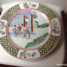 Antigüedades: PLATO ANTIGUO DE HISTORIA CHINA PINTADO A MANO, CON FILO DE ORO. Lote 171296445