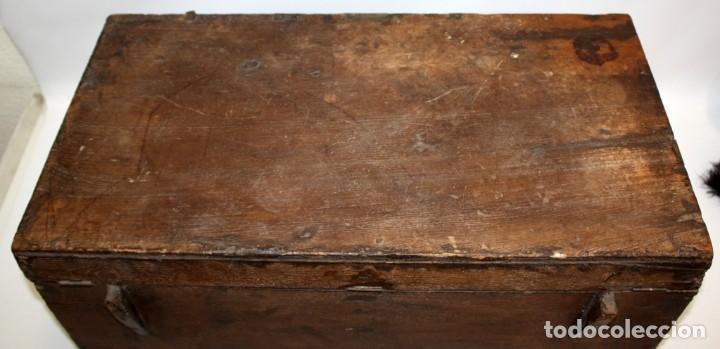 Antigüedades: INTERESANTE ARCON COLONIAL DEL SIGLO XIX EN MADERA TALLADA Y DECORACIONES METALICAS Y RELIQUIAS - Foto 7 - 171329960