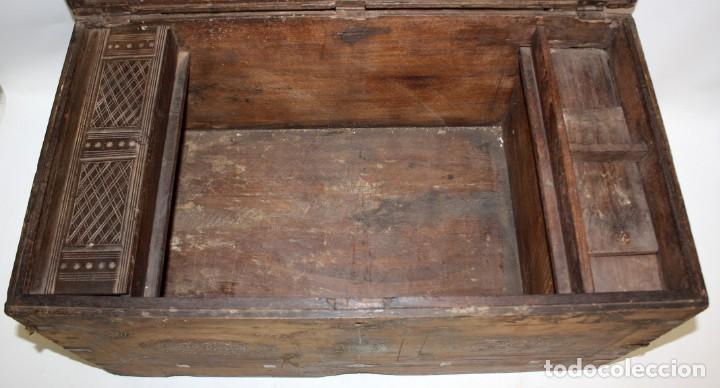 Antigüedades: INTERESANTE ARCON COLONIAL DEL SIGLO XIX EN MADERA TALLADA Y DECORACIONES METALICAS Y RELIQUIAS - Foto 8 - 171329960