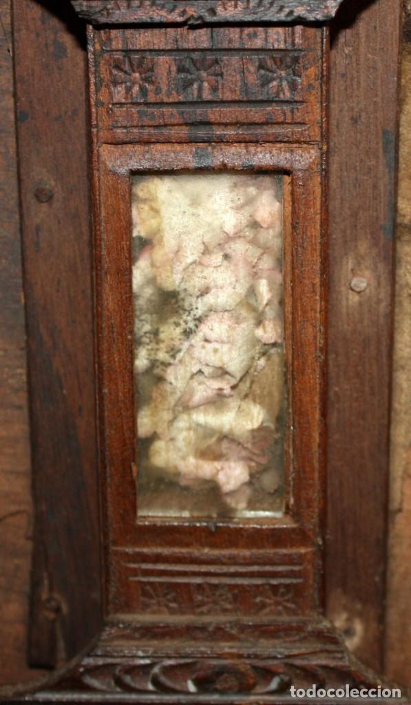 Antigüedades: INTERESANTE ARCON COLONIAL DEL SIGLO XIX EN MADERA TALLADA Y DECORACIONES METALICAS Y RELIQUIAS - Foto 16 - 171329960