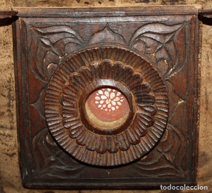 Antigüedades: INTERESANTE ARCON COLONIAL DEL SIGLO XIX EN MADERA TALLADA Y DECORACIONES METALICAS Y RELIQUIAS - Foto 17 - 171329960