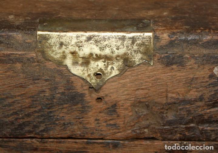 Antigüedades: INTERESANTE ARCON COLONIAL DEL SIGLO XIX EN MADERA TALLADA Y DECORACIONES METALICAS Y RELIQUIAS - Foto 22 - 171329960