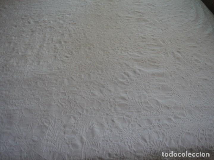 Antigüedades: colcha de pique brocado mide 240 por 210 nueva - Foto 5 - 171341350