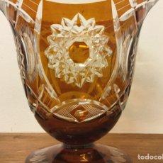 Antigüedades: ESPECTACULAR JARRÓN EN CRISTAL TALLADO COLOR ÁMBAR.. Lote 171346854