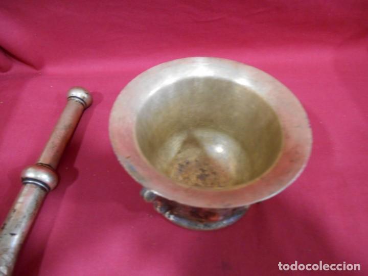 Antigüedades: ALMIREZ DE BRONCE CON RELIEVES DE CARAS Y COSTILLAS - SIGLO XVIII / XIX - - Foto 3 - 171346892