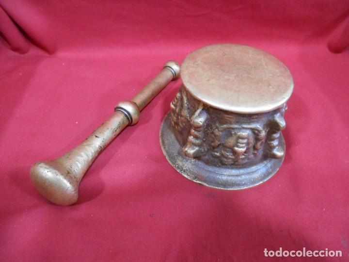 Antigüedades: ALMIREZ DE BRONCE CON RELIEVES DE CARAS Y COSTILLAS - SIGLO XVIII / XIX - - Foto 5 - 171346892