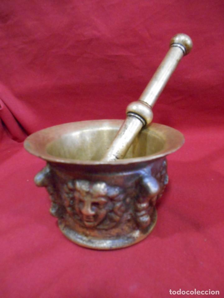 Antigüedades: ALMIREZ DE BRONCE CON RELIEVES DE CARAS Y COSTILLAS - SIGLO XVIII / XIX - - Foto 8 - 171346892