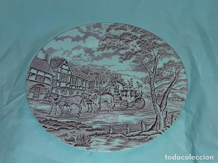 Antigüedades: Bello plato porcelana Inglesa Myott Royal Mail decoración roja sellado en la base - Foto 2 - 171374942