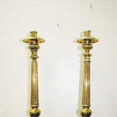 Antigüedades: CANDELABROS ANTIGUOS DE IGLESIA, HACHEROS DE BRONCE. Lote 171383697