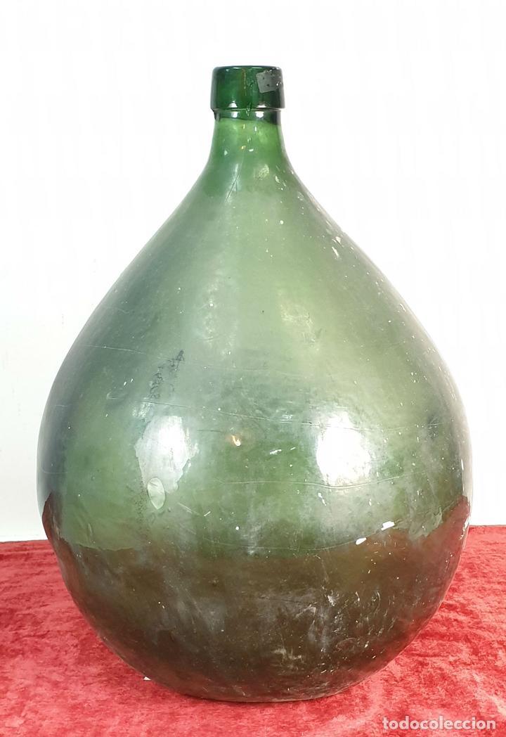GRAN DAMAJUANA O GARRAFA EN CRISTAL SOPLADO. COLOR VERDE. ESPAÑA SIGLO XIX-XX. (Antigüedades - Cristal y Vidrio - Catalán)