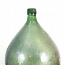 Antigüedades: GRAN DAMAJUANA O GARRAFA EN CRISTAL SOPLADO. COLOR VERDE. ESPAÑA SIGLO XIX-XX. . Lote 171385704