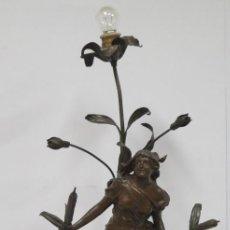 Antigüedades: ANTIGUA LAMPARA MODERNISTA DE MUJER ENTRE TULIPANES. CALAMINA Y LATON PATINADO. FINALES SIGLO XIX. Lote 171400742