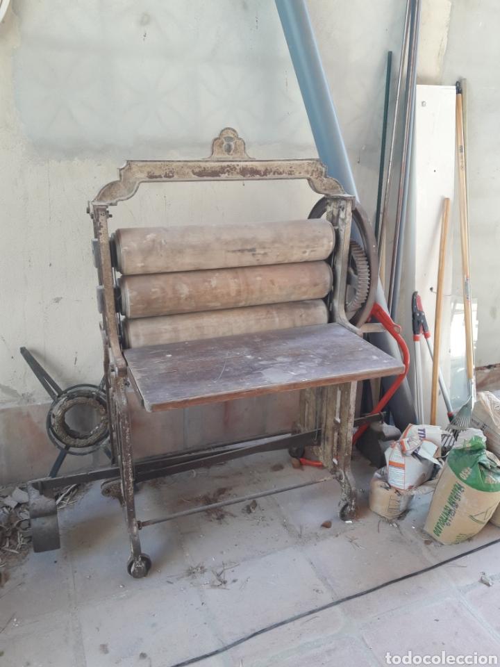ANTIGUA MAQUINA MANUAL DE ESCURRIR ROPA (Antigüedades - Técnicas - Rústicas - Utensilios del Hogar)