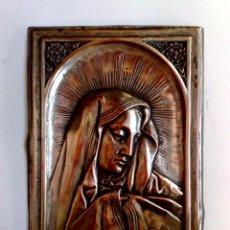 Antigüedades: BENDITERA,VIRGEN MATER DOLOROSA,REALIZADO EN COBRE PLATEADO Y EN RELIEVE (17,5CM. X 11,5CM.). Lote 171441604