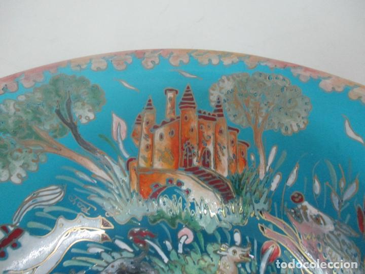 Antigüedades: Bonito Centro de Mesa - Cristal Azul Esmaltado - Firma Royo - Pintado a Mano - 36 cm Diámetro - Foto 7 - 171441743