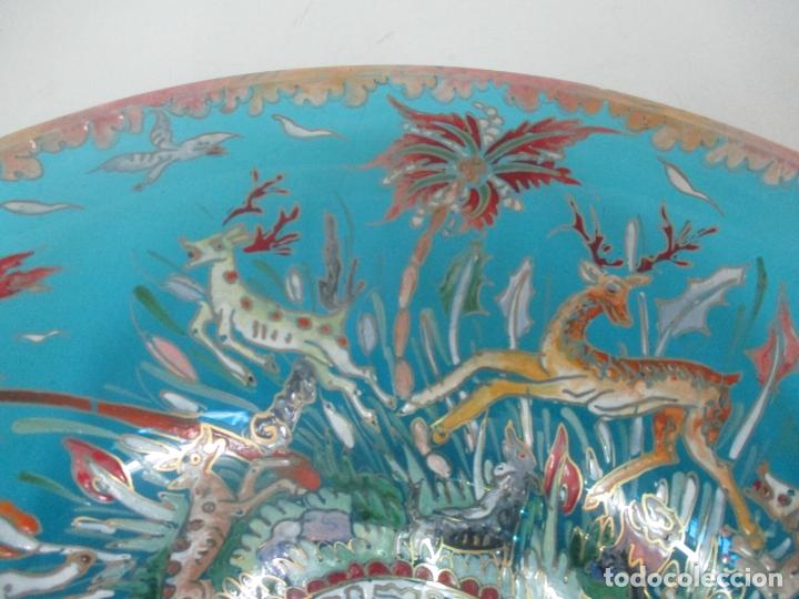 Antigüedades: Bonito Centro de Mesa - Cristal Azul Esmaltado - Firma Royo - Pintado a Mano - 36 cm Diámetro - Foto 10 - 171441743