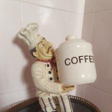 Antigüedades: FIGURA DE COCINERO PORTANDO TARRO DE CAFE. Lote 171442707