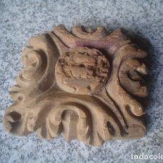 Antigüedades: MUY ANTIGUO FLORON DE MADERA RETABLO XVIII. Lote 171458665