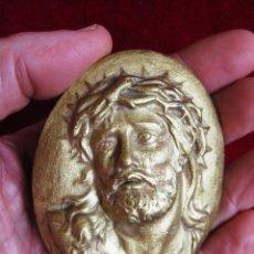 Antigüedades: PLAQUÉ DE CALAMINA ACABADO EN ORO ROSTRO DE CRISTO PARA COLGAR, MARCADO DEPOSE . Lote 171487195