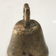 Antigüedades: PEQUEÑA CAMPANA ANTIGUA DE BRONCE MUY BUEN SONIDO. Lote 171487393