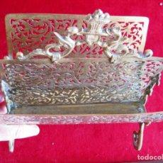 Antiquités: REVISTERO EN BRONCE Y LATÓN CIRCA 1920 ADORNOS DE DRAGONES Y MASCARONES. Lote 171498479