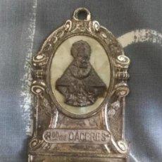 Antigüedades: ANTIGUA BENDITERA NTRA SRA VIRGEN MONTAÑA RECUERDO CACERES. Lote 171499903
