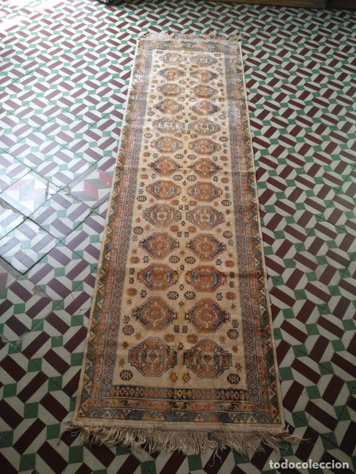 GRAN ALFOMBRA LARGA TIPO TAPIZ - PASILLO ESCALERA .... 225X67 CM + LOS FLECOS (Antigüedades - Hogar y Decoración - Alfombras Antiguas)