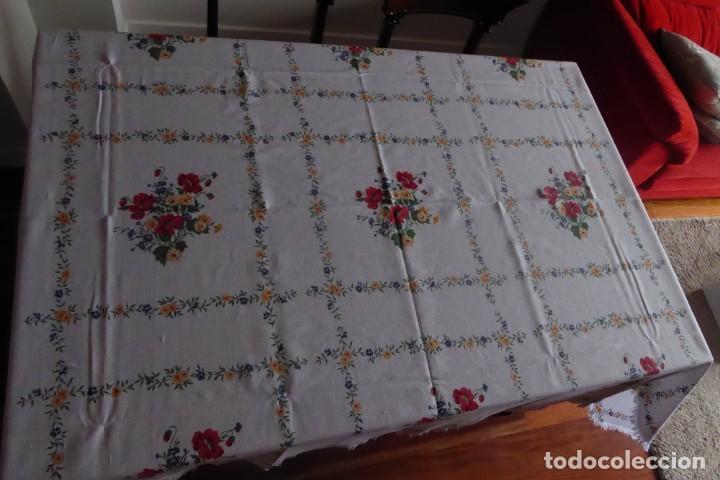 GRAN MANTEL ANTIGUO EN CREPÉ DE ALGODÓN - PERFECTO ESTADO (Antigüedades - Hogar y Decoración - Manteles Antiguos)
