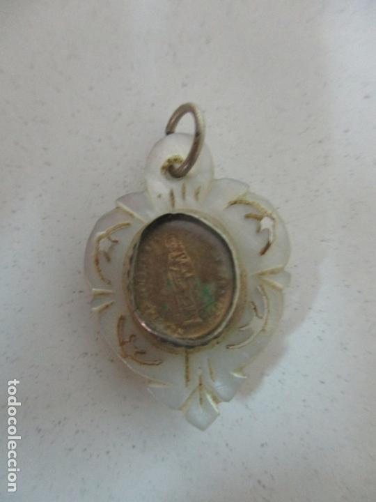 Antigüedades: Curioso Relicario Antiguo - Virgen del Pilar - Nácar - Borde de Plata - S. XIX - Foto 9 - 171504898