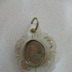 Antigüedades: CURIOSO RELICARIO ANTIGUO - VIRGEN DEL PILAR - NÁCAR - BORDE DE PLATA - S. XIX. Lote 171504898