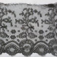 Antigüedades: ANTIGUO ENCAJE DE CHANTILLY S.XIX. Lote 171513567