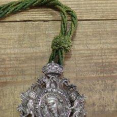 Antigüedades: SEMANA SANTA SEVILLA, MEDALLA CON CORDON CORONACION DE LA ESPERANZA DE TRIANA. Lote 171587819